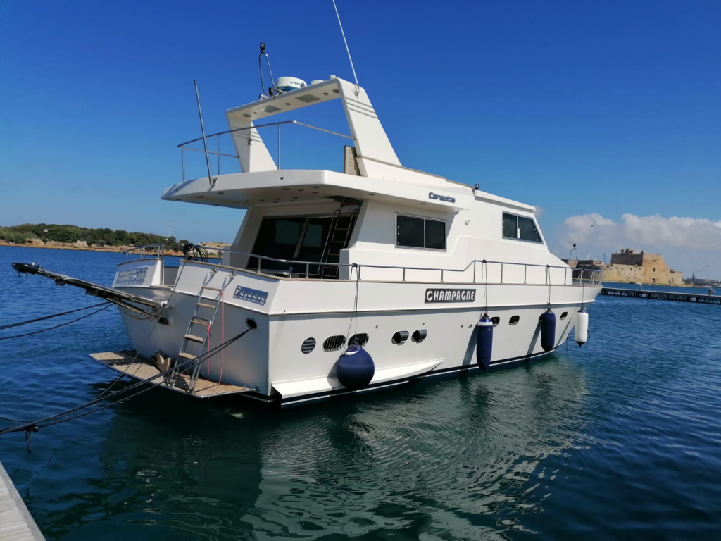 M/Y Champagne – Canados 50 Fly